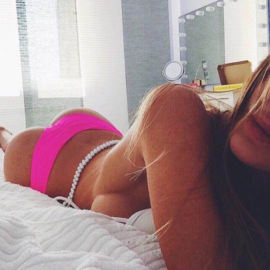 Un dialogue avec une femme sexy en webcam